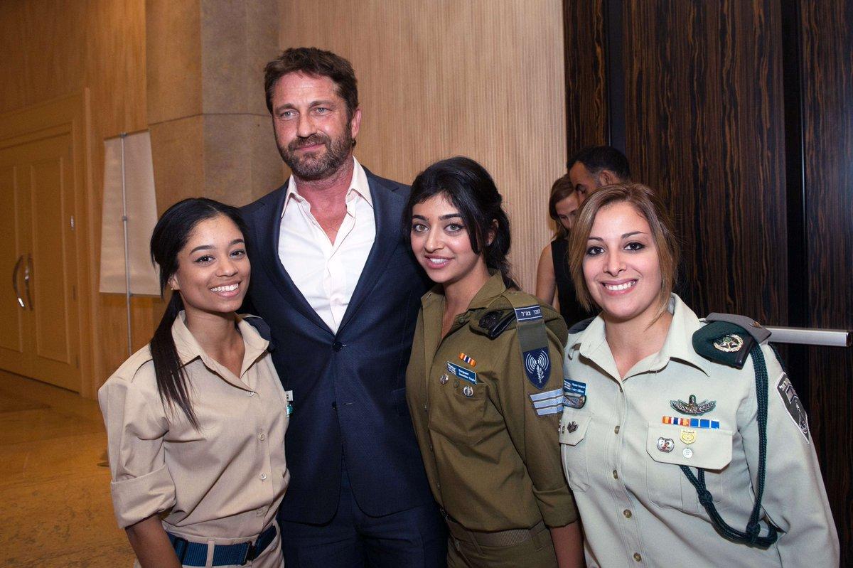 Gerard Butler, star of Movie 300 with IDF staff
